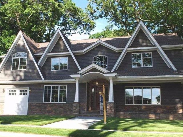 4 BR,  3.50 BTH  Colonial style home in Wantagh