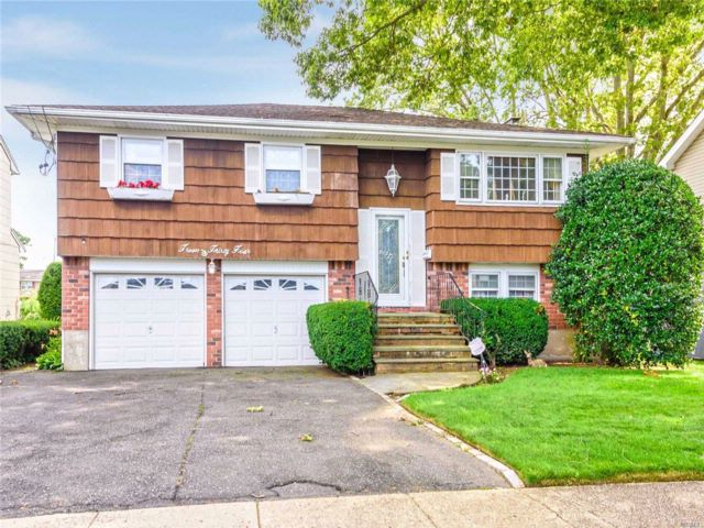 4 BR,  1.50 BTH  Hi ranch style home in North Bellmore